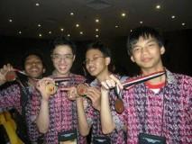 TOKI di IOI 2009 Bersama Medali Yang Diperoleh