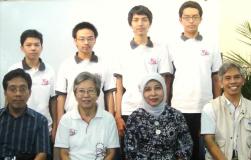 Tim Olimpiade Komputer Indonesia 2012, perwakilan Depdiknas, beserta Dosen Pembimbing TOKI